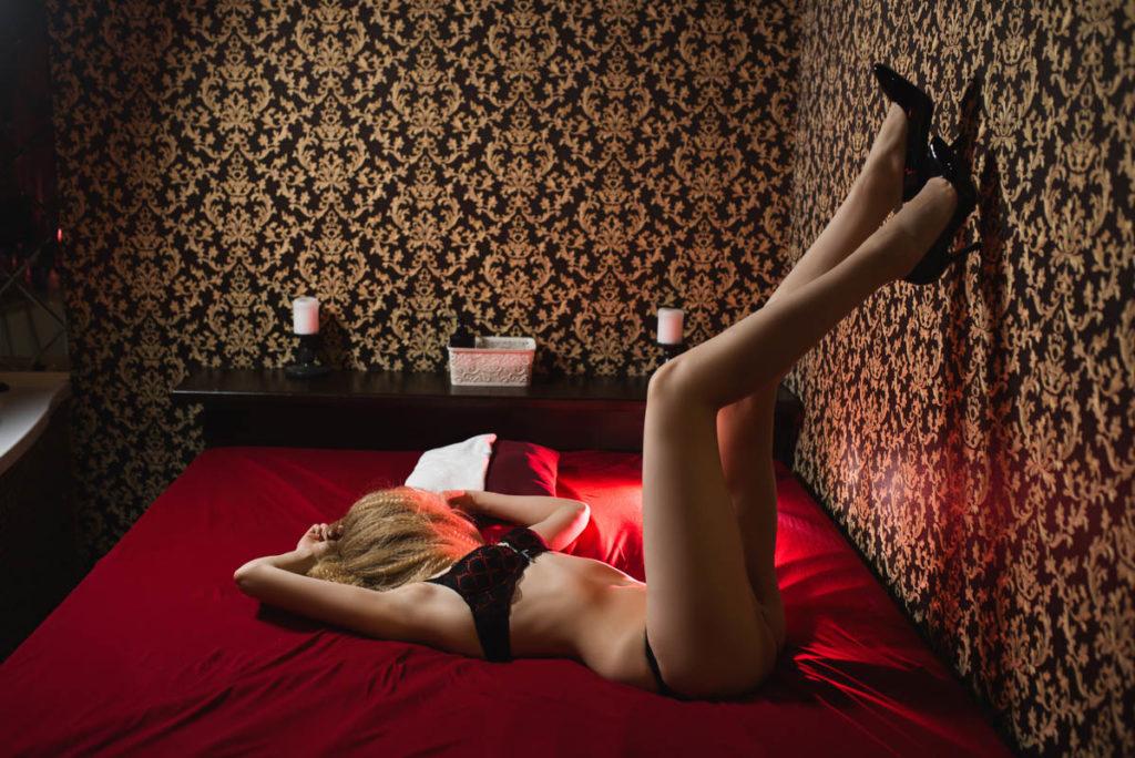Массаж лингама в мужском эротическом салоне